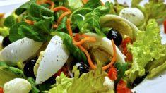 A la hora de comer sano, la gran mayoría de las personas opta por la ensalada como uno de los alimentos principales en su dieta.
