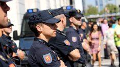 Policías vigilando una manifestación. (Foto: E. Falcón)