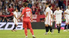Modric, cabizbajo tras un gol del Sevilla.