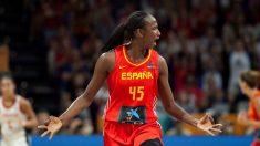 Astou Ndour celebra una canasta. (EFE)