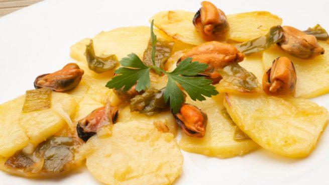 ensalada de patatas y mejillones con vinagreta de limón