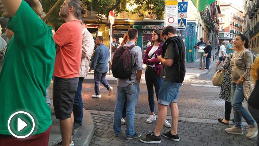 Rita Maestre y otros miembros de Podemos en la protesta contra un desahucio. (Foto: Europa Press)