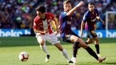 Rakitic disputa un balón con Susaeta en el Camp Nou. (EFE)