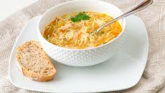 Receta de Sopa de pollo con fideos fácil de preparar