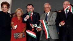 Carmena y Borrell en la nueva Casa de México en Madrid. (Foto. EFE)