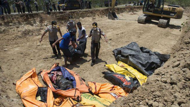 Hallan 34 niños muertos en campamento en zona del terremoto en Indonesia