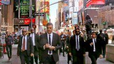 Pedro Sánchez paseando con sus escoltas por Nueva York.