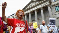 Una manifestación de pensionistas en el Congreso de los Diputados.