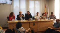 Representantes de la Real Academia Gallega presentando el último informe de la institución