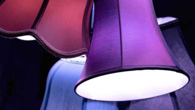 Cómo hacer una pantalla de lámpara con tela paso a paso