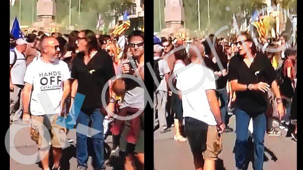 El terrorista Fredi Bentanachs dando instrucciones a los violentos este lunes en Barcelona
