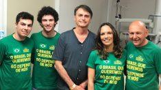 Jair Bolsonaro antes de abandonar el hospital tras su apuñalamiento.