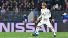 Luka Modric controla un balón ante el CSKA Moscú. (AFP)