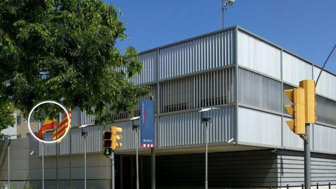 Los mossos del pueblo de Gasol dejan que los CDR les roben la bandera de España en plena comisaría