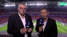 Carlos Martínez y Michael Robinson, en la retransmisión.