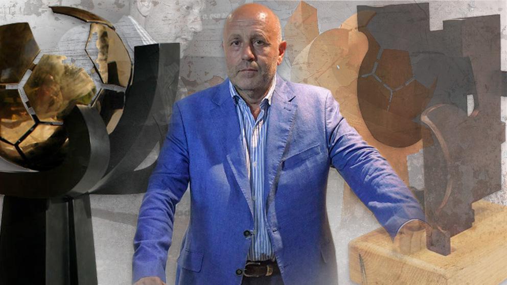 Carlos Purroy, rodeado de algunas de sus esculturas más famosas en un fotomontaje.