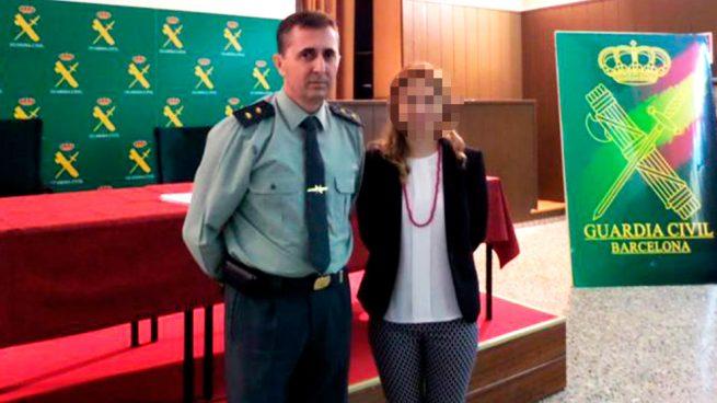 El teniente coronel Pizarro con una representante del consulado de Rumanía. (Foto: Consulado Rumanía)