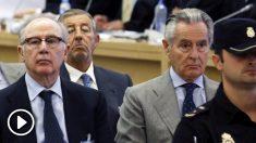 Rodrigo Rato y el hoy fallecido Miguel Blesa en el juicio de la 'tarjetas black'. (Foto: EFE)