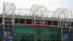 El Estadio de Old Trafford podría convertir sus aseos en mixtos (Getty).