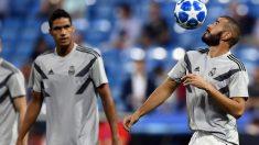 Benzema, durante un calentamiento en Champions (AFP).