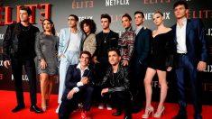 Los actores de 'Élite', la nueva producción española de Netflix, durante la presentación en el Museo reina Sofía de Madrid. Foto: EFE