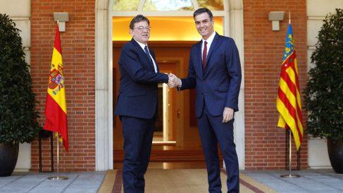 El presidente del Gobierno, Pedro Sánchez (d), ha recibido hoy al president de la Generalitat Valenciana, Ximo Puig (i), en el Palacio de la Moncloa (Foto: Efe)