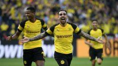 Alcácer celebra uno de sus goles con el Dortmund. (AFP)