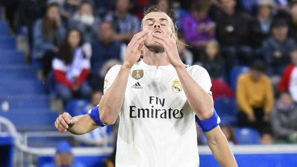 Bale se lamenta ante el Alavés. (EFE)