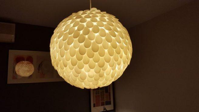 Cómo hacer una lámpara con cucharas de plástico paso a paso