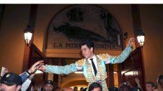 Álvaro Lorenzo sale por la puerta grande este sábado en Zaragoza (Foto: EFE).