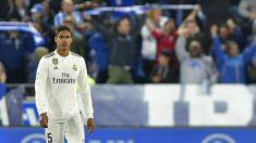 Varane, tras el gol del Alavés. (AFP)
