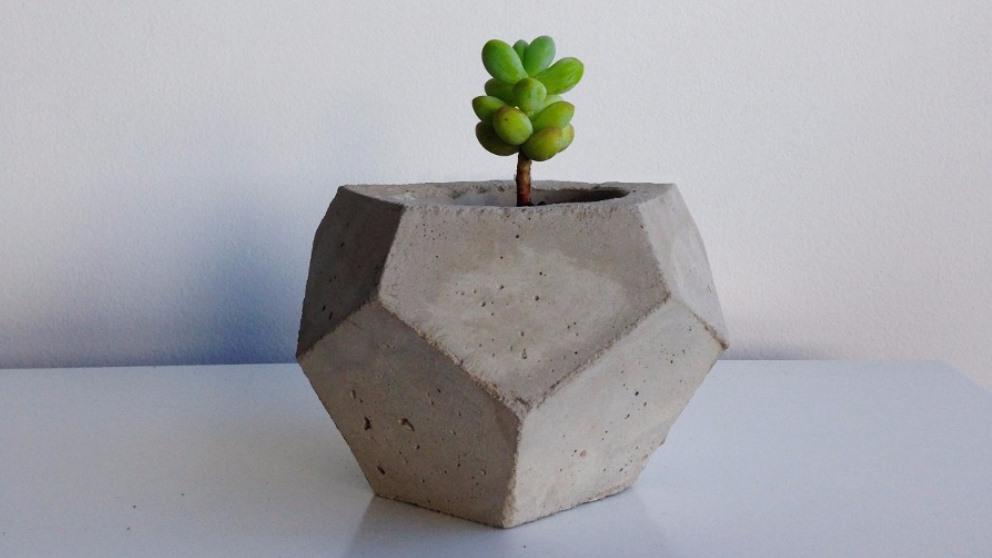 Las macetas de cemento son resistentes y muy originales