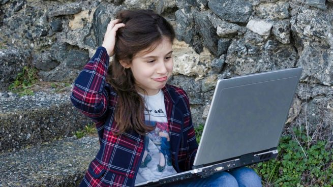 niños entran a Internet