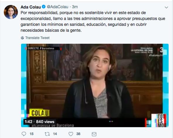 """Colau suspende en ortografía: corrige un tuit en el que pedía """"¡¡¡aprovar!!!"""" más dinero para Educación"""