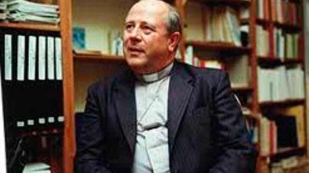 El ex obispo chileno Francisco Javier Cox se enfrenta a una investigación del Vaticano por las acusaciones de abuso sexual de menores.