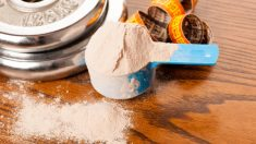 La proteína whey es como se denomina a la proteína de suero de leche en inglés.