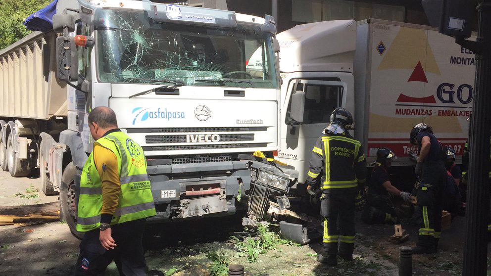 Camión accidentado en Madrid.