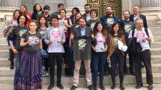 Pablo Iglesias promoviendo la oficialidad del idioma asturiano.