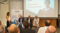 Acto sobre seguridad encabezado por el portavoz del SUP, Ramón Cosío y el aventurero Jesús Calleja.