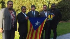 Puigdemont con independentistas de Nueva Caledonia (RRSS).