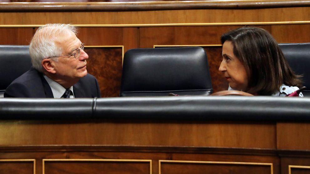 Josep Borrell y Margarita Robles. (Foto: EFE)
