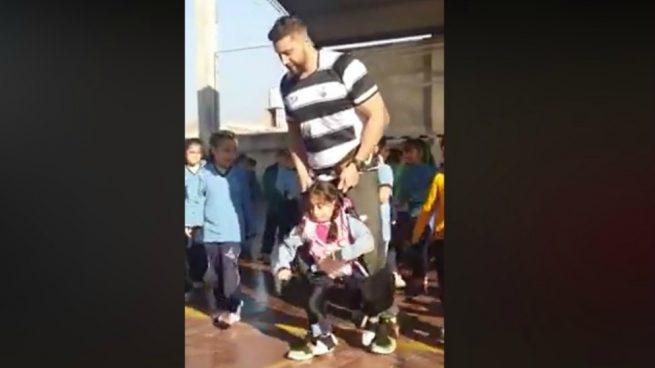arnés para que una alumna pudiera bailar