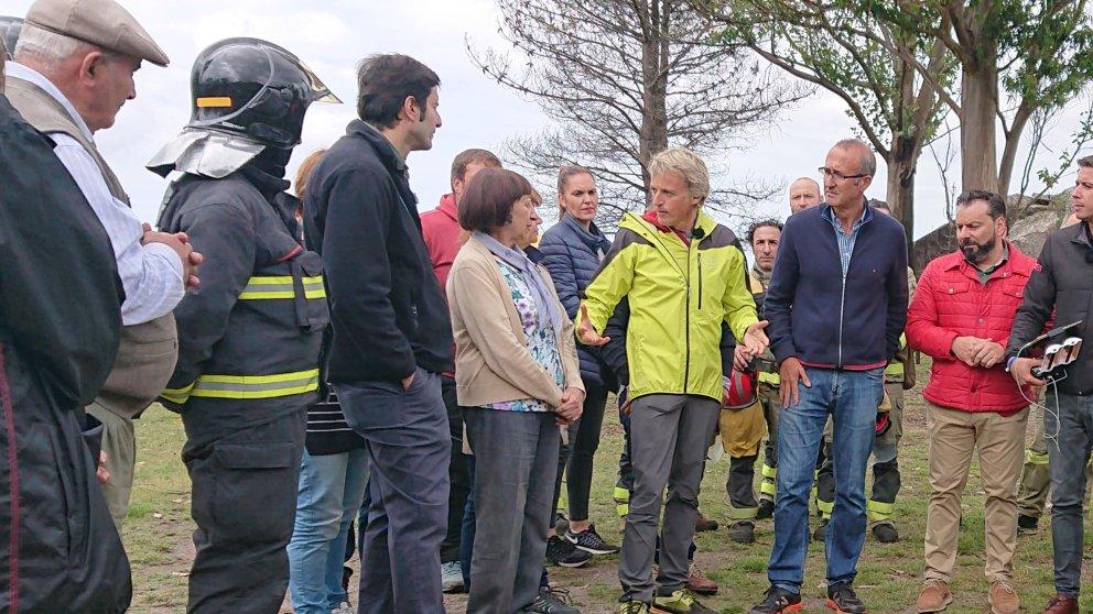 'Volando voy' ayuda a reforestar un bosque de Pontevedra en el aniversario de los incendios de Galicia de 2017.
