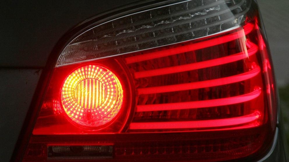 La importancia de las luces de un vehículo es vital para ver y ser vistos.