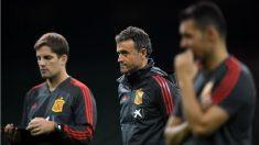 La selección española guardó un minuto de silencio en el entrenamiento en Cardiff por las inundaciones de Mallorca. (Getty)