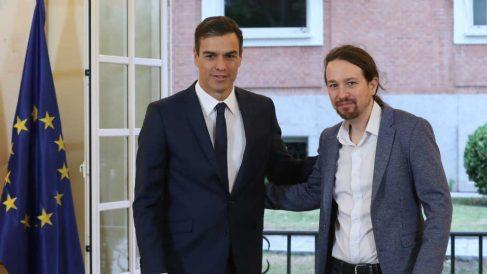 El presidente del Gobierno, Pedro Sánchez y Pablo Iglesias tras presentar el acuerdo de los PGE 2019.