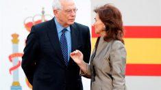 El ministro de Exteriores, Josep Borrell, y la vicepresidenta y ministra de Igualdad, Carmen Calvo.