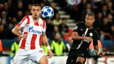 Mbappé dispara durante el PSG – Estrella Roja. (AFP)