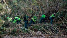 Un grupo de voluntarios ayuda en las laboras de búsqueda del niño de 5 años que aun permanece desaparecido tras las inundaciones en Mallorca. Foto: EFE