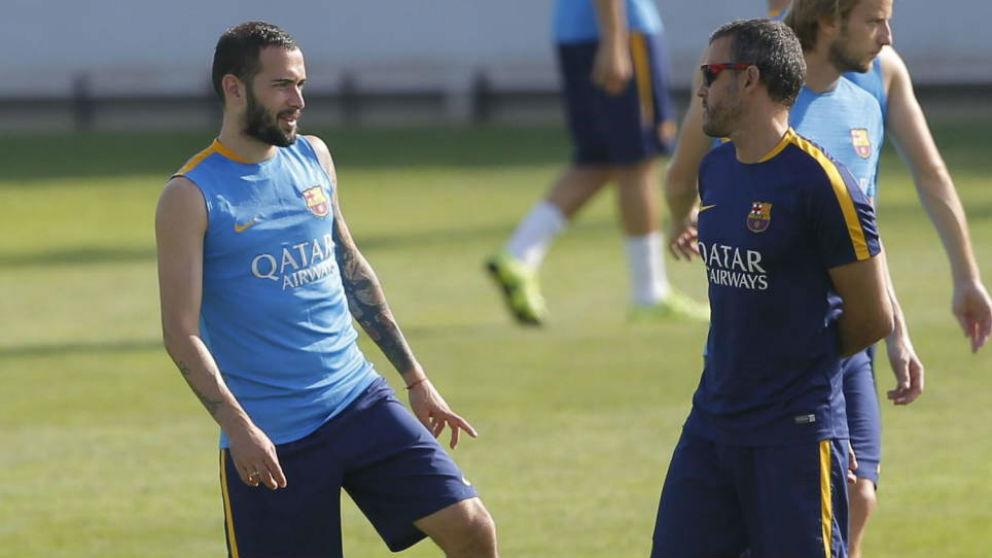 Aleix Vidal, junto a Luis Enrique, en su etapa en el Barcelona (EFE)